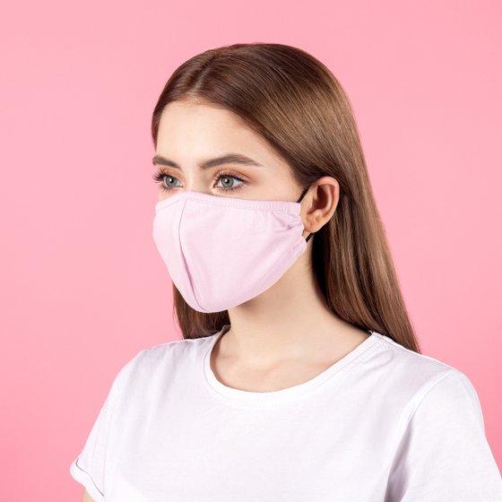 Защитная тканевая маска розового цвета